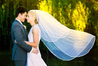 willow pond canning vale flowing veil wedding shoot